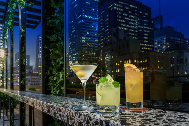 Castell Rooftop Lounge cocktails