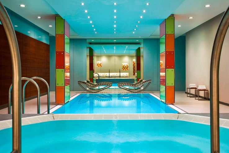 Le meridian vienna indoor swimming pool and jacuzzi area.