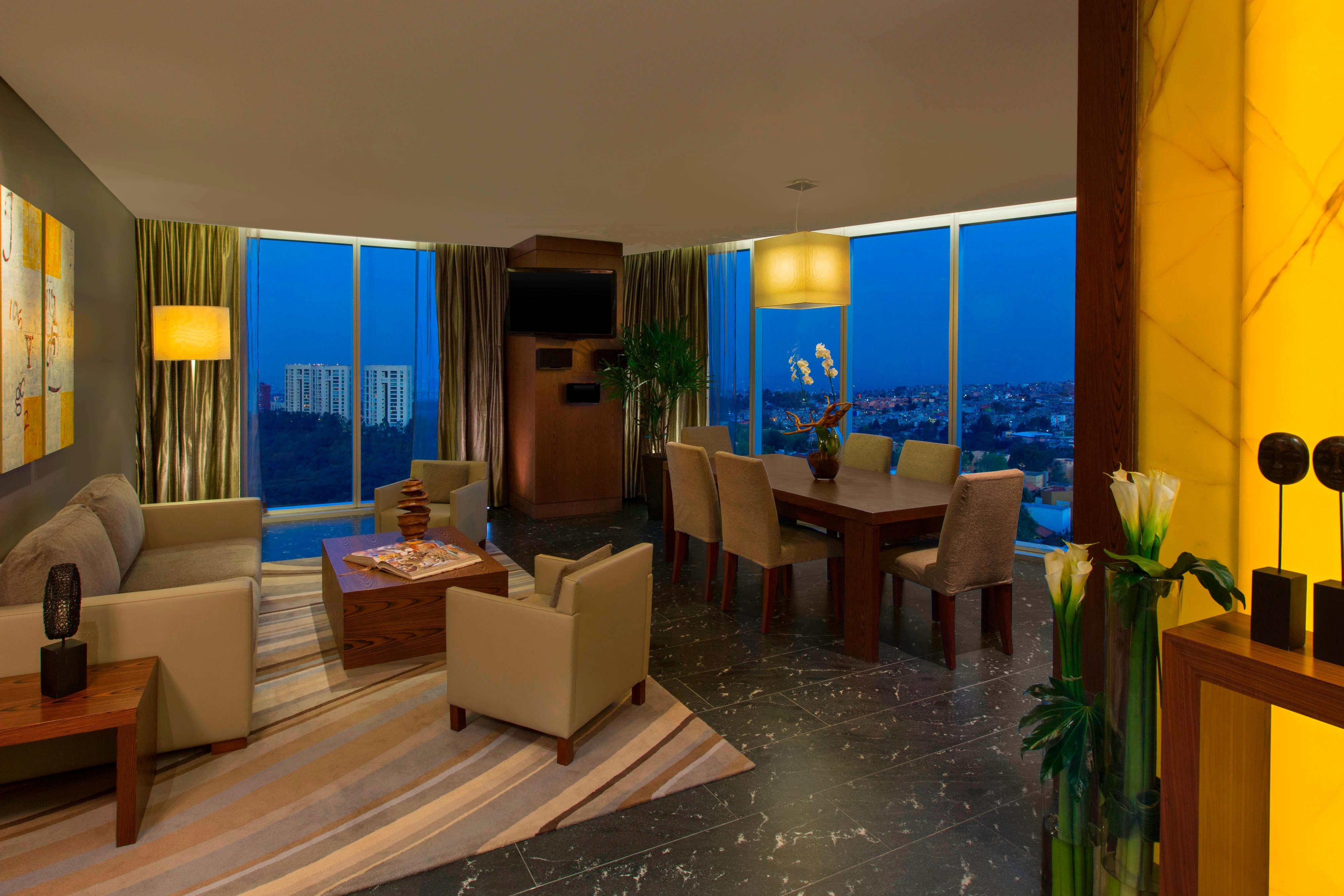 Dining Room - Presidential Suite
